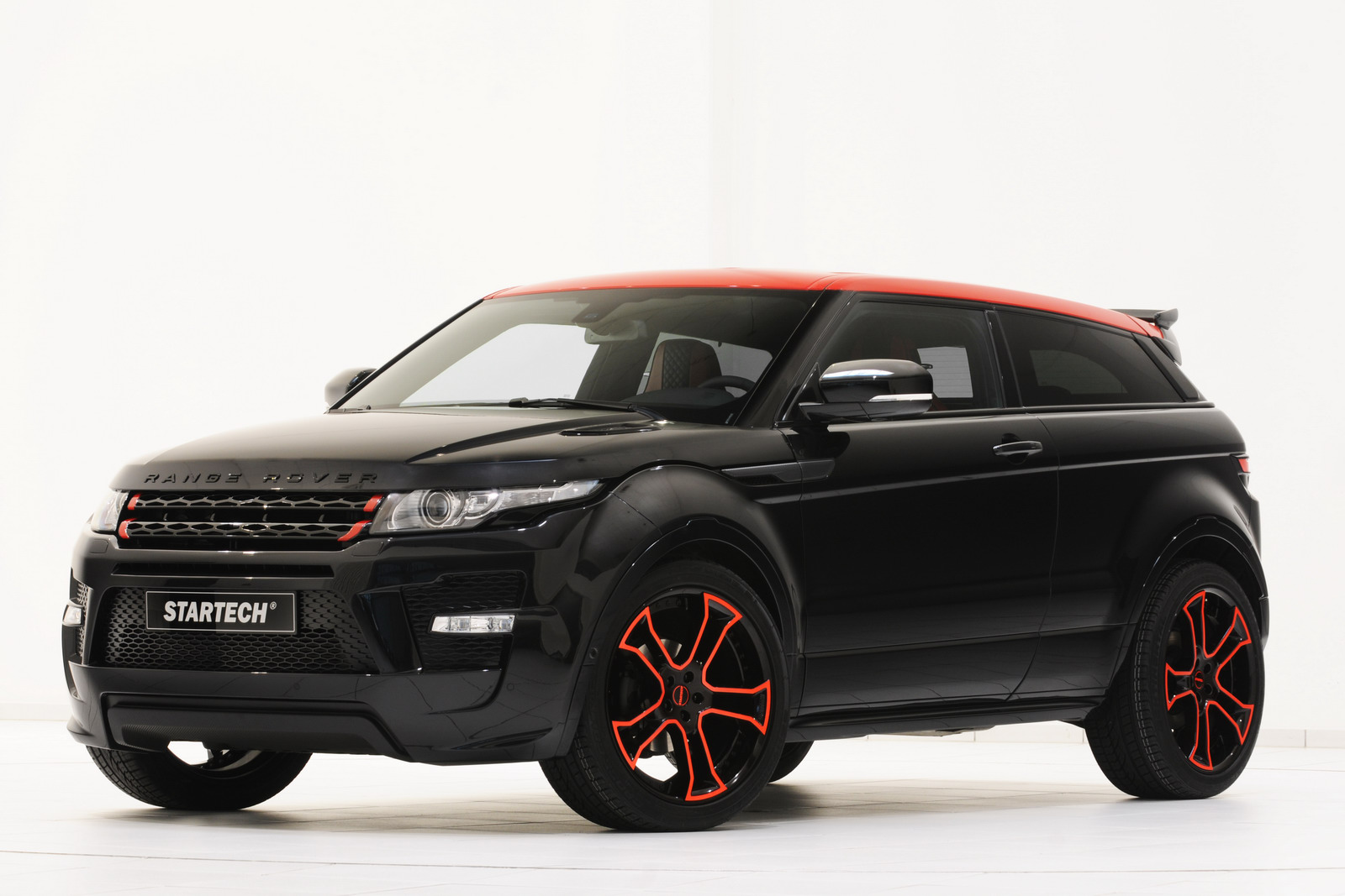 new startech range rover evoque shines in essen. Black Bedroom Furniture Sets. Home Design Ideas