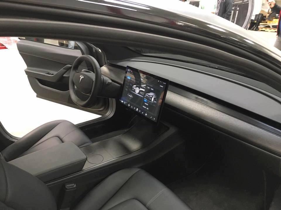 New Tesla Model 3 Interior Shots Show Us Just How Eerily ...