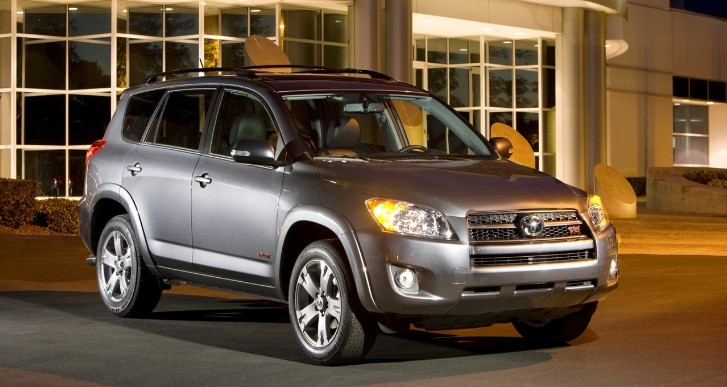 New Toyota Recall: 778,000 RAV4, Lexus HS Units for Rear Axle Separation Hazard