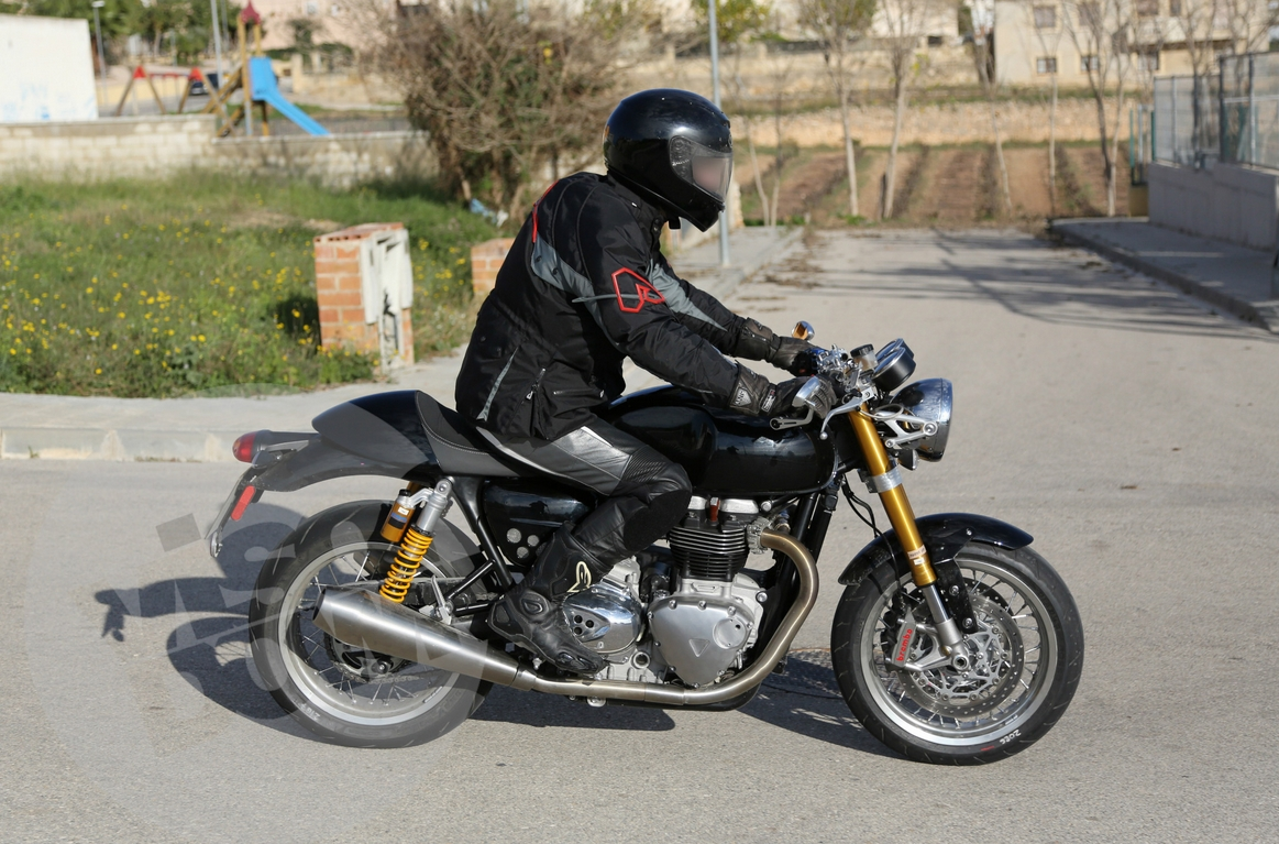 Triumph Cafe Racer >> New Triumph Cafe Racer Spied In Spain 1 000cc Expected