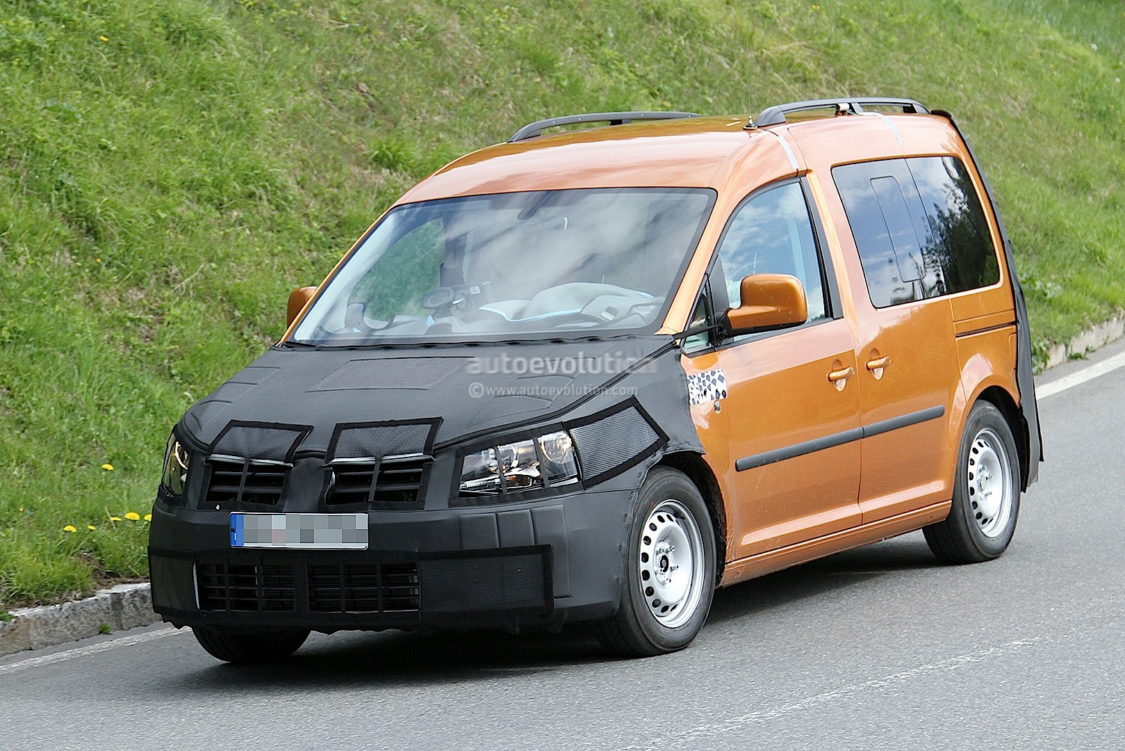 New Volkswagen Caddy Spied Testing for 2015 Launch - autoevolution