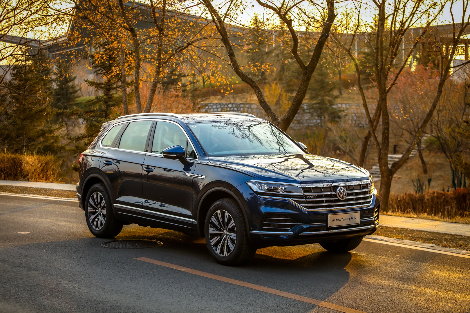2020 VW Touareg: New Engines, Design, Release >> New Volkswagen Touareg Phev Debuts With 367 Hp 2 Liter Turbo