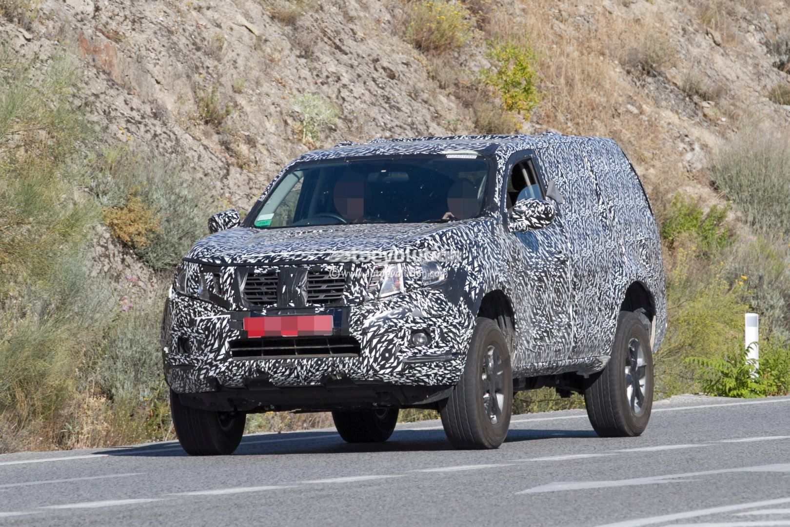 Next-Gen 2019 Nissan Pathfinder Spied, Shows Radical Front End