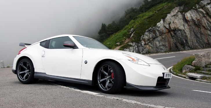 Nissan 370Z Nismo Races Extreme BASE Jumper in Swiss Alps [Video]