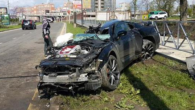 Nissan GT-R Disintegrates After 100 MPH Street Lamp Crash ...