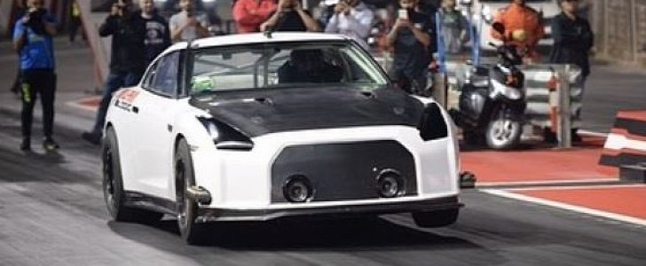 update nissan gt r sets 1 4 mile world record with astounding pass autoevolution. Black Bedroom Furniture Sets. Home Design Ideas