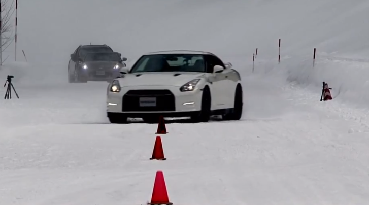 Nissan GT-R vs 370Z Coupe vs Infinity FX on Snow [Video]