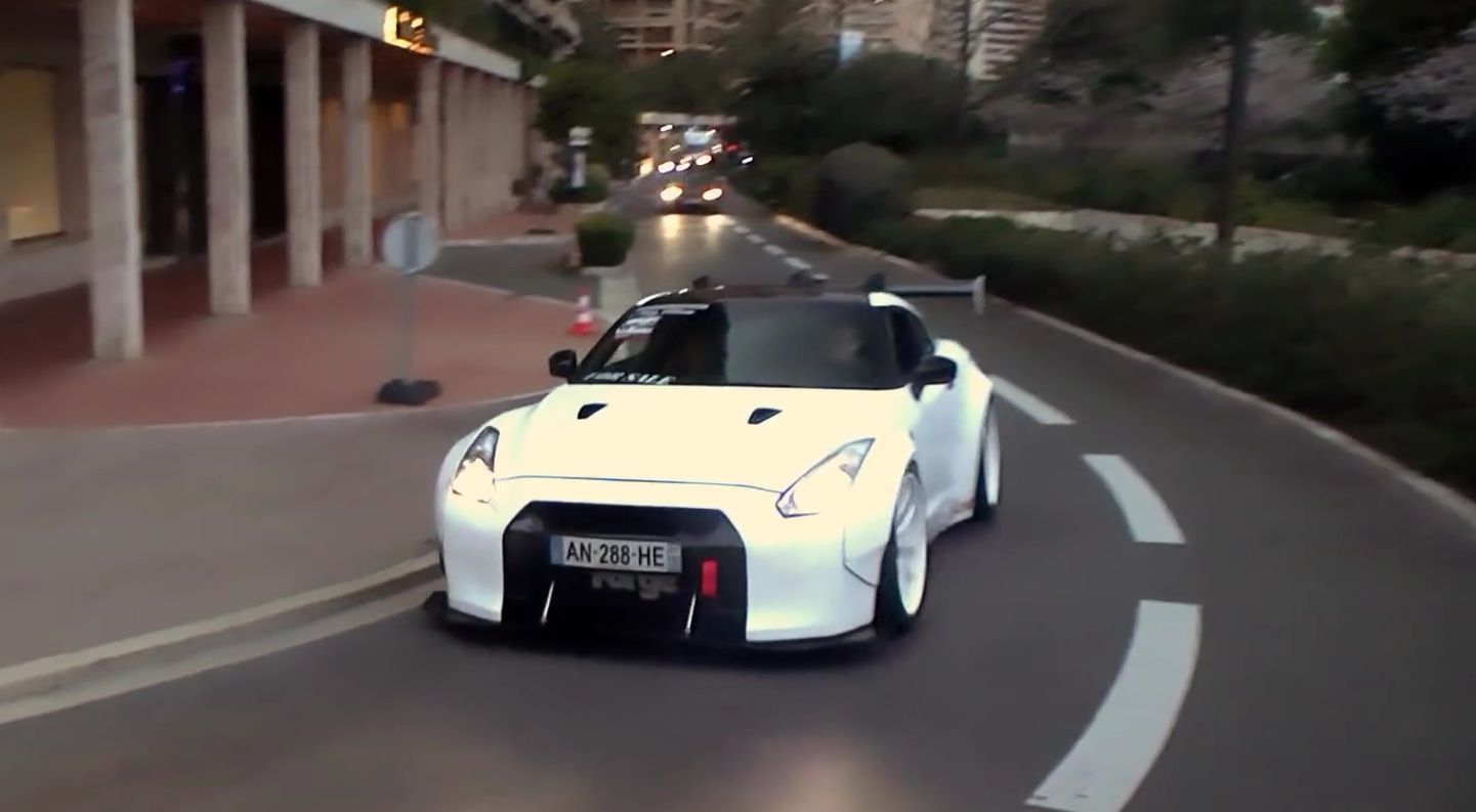 Nissan Gt R With Extreme Liberty Walk Kit Shows It S Hard