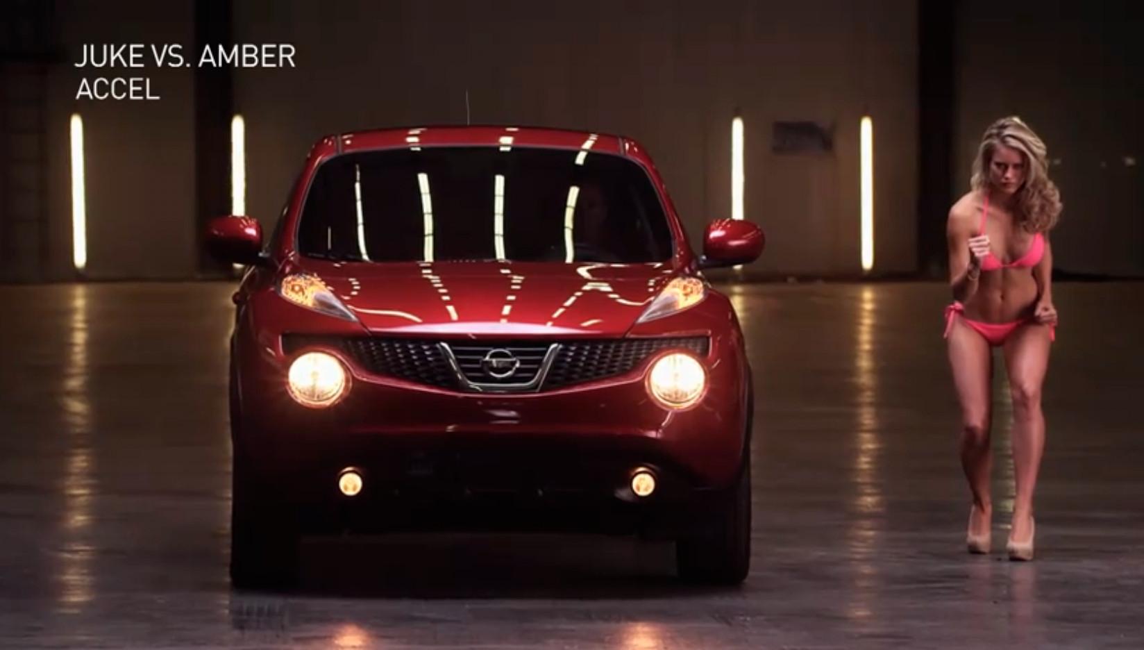 Nissan Juke vs Swimsuit Model Amber  autoevolution
