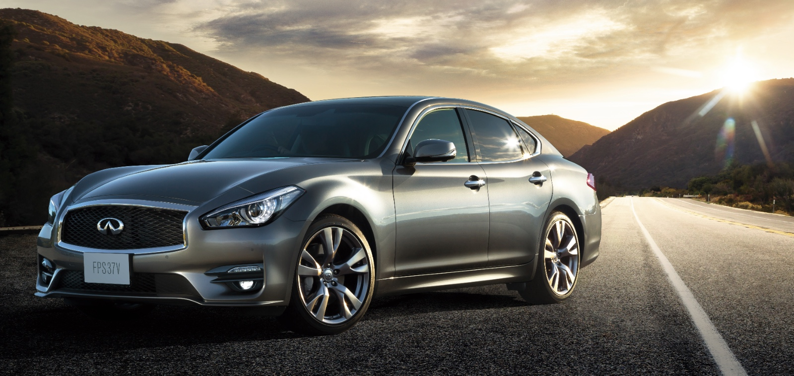 Nissan Officially Unveils The 2015 Fuga Sedan In Japan
