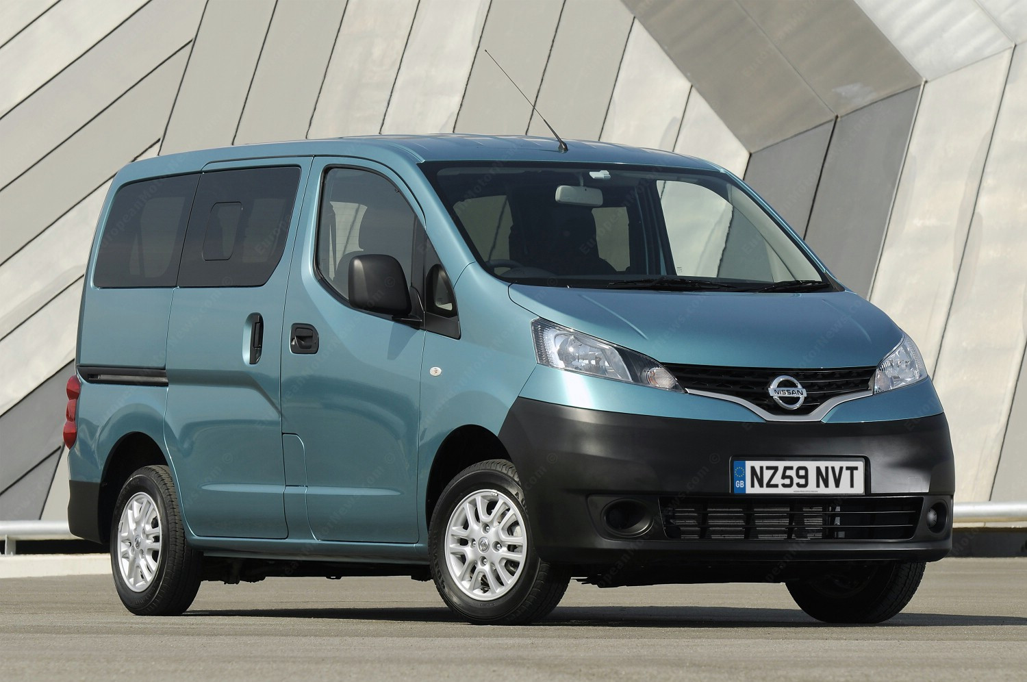 nissan to provide 10 nv200 combis to areas damaged by japan quake autoevolution. Black Bedroom Furniture Sets. Home Design Ideas