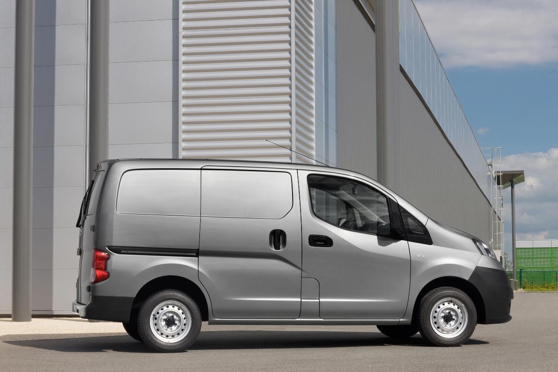 nissan unveils revised nv200 for the uk market autoevolution. Black Bedroom Furniture Sets. Home Design Ideas
