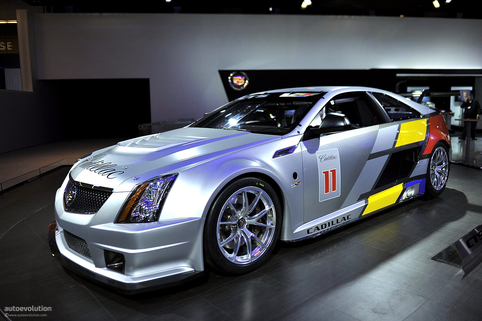 nyias 2011 cadillac cts v race car live photos autoevolution. Black Bedroom Furniture Sets. Home Design Ideas