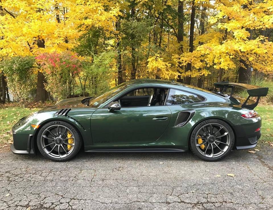 Oak Green Metallic 2018 Porsche 911 GT2 RS Looks Like a Flawless Gem
