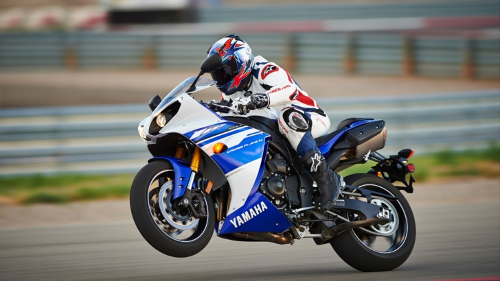 2014 Yamaha YZF-R1 Official Pictures and Prices [Photo Gallery]