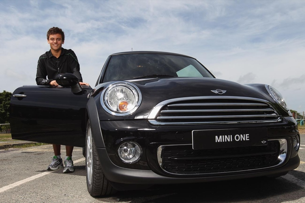 olympic diver takes first driving lessons in a mini. Black Bedroom Furniture Sets. Home Design Ideas
