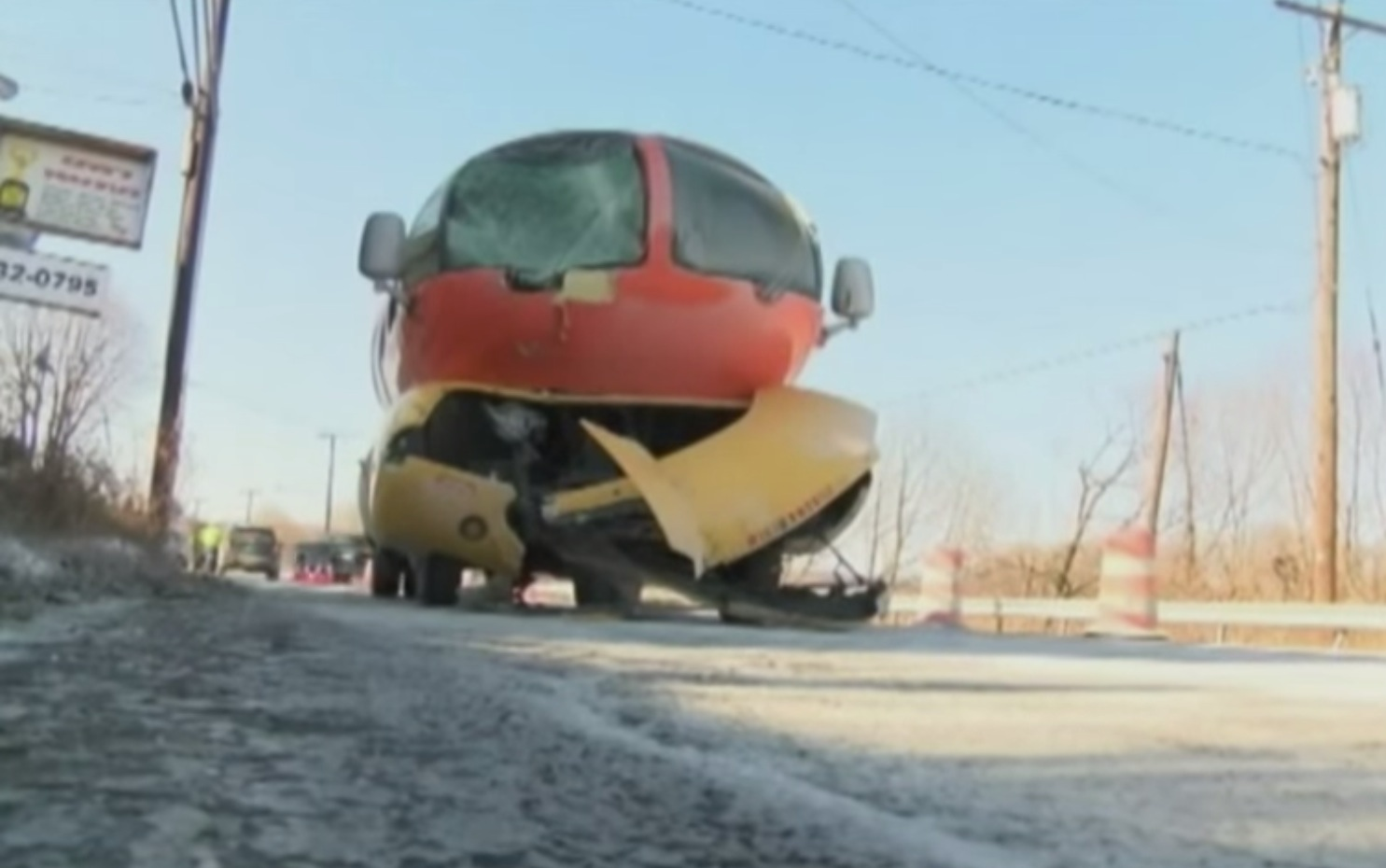 Ad Toy Chicago Oscar Mayer The Whistles Little Oscar Used To Give Out At Stops Of The Weinermobile 1950s in addition File Wienermobile Bologna further Wienermobile Fun Facts further A Really Peeling Motor British Expat Spends 25 000 Turning Car BANANA also Watch. on oscar mayer mobile