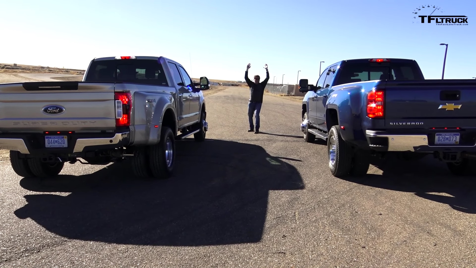 one ton dually pickup truck drag race ends with a win for the 2017 ford f 350 autoevolution. Black Bedroom Furniture Sets. Home Design Ideas