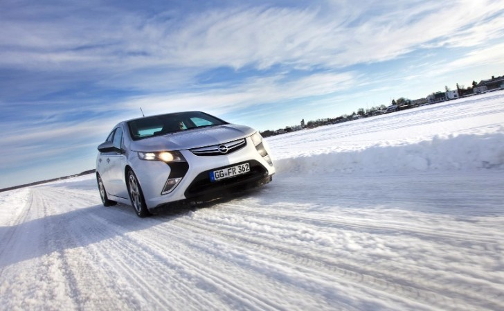 Opel Ampera vs Baltic Sea's Freezing Temperatures [Photo Gallery]