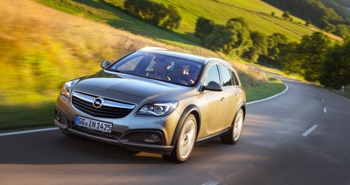 opel insignia country tourer now available with front wheel drive autoevolution. Black Bedroom Furniture Sets. Home Design Ideas