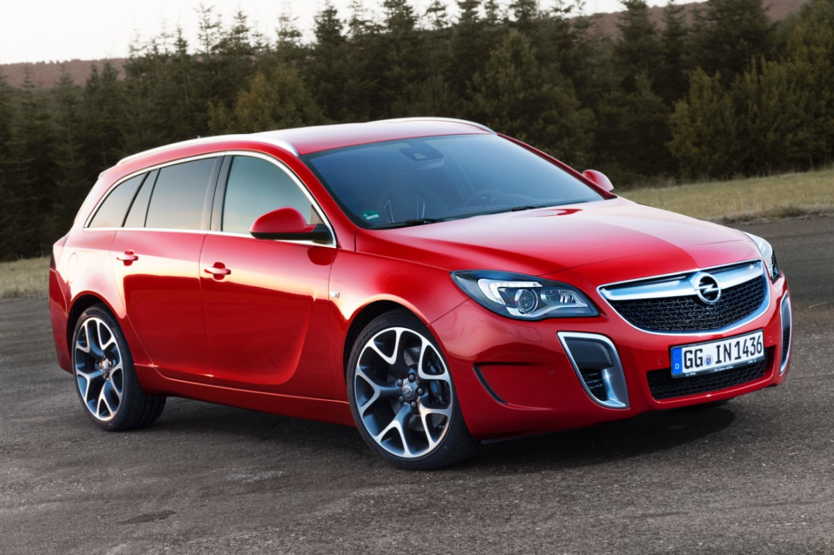 opel insignia opc facelift revealed ahead of frankfurt. Black Bedroom Furniture Sets. Home Design Ideas