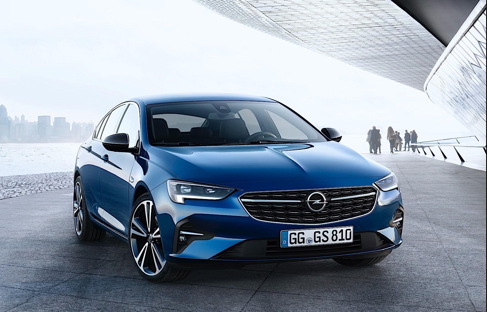 Opel Previews the New Insignia, Now with a Digital Rearview Camera