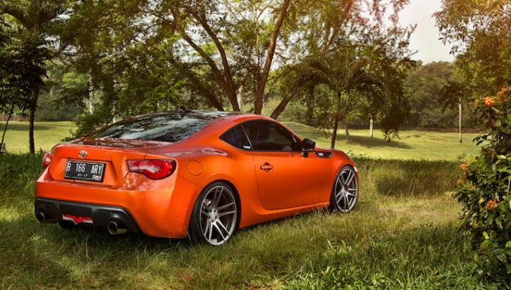 Orange Toyota GT 86 Rides Low in Indonesia [Photo Gallery]