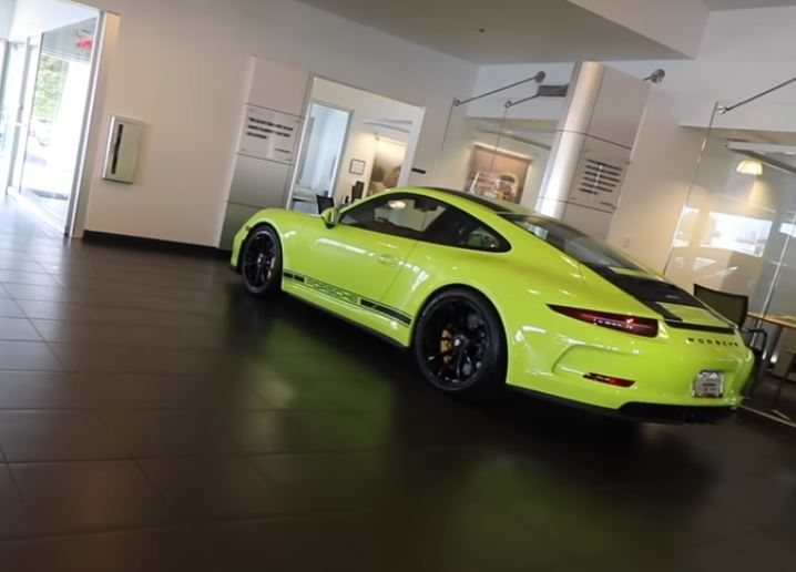 paint to sample porsche 911 r goes all lime stands out like nothing else autoevolution. Black Bedroom Furniture Sets. Home Design Ideas