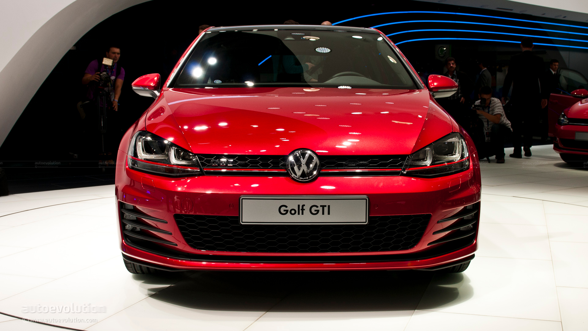 paris 2012 volkswagen golf vii gti concept live photos autoevolution. Black Bedroom Furniture Sets. Home Design Ideas