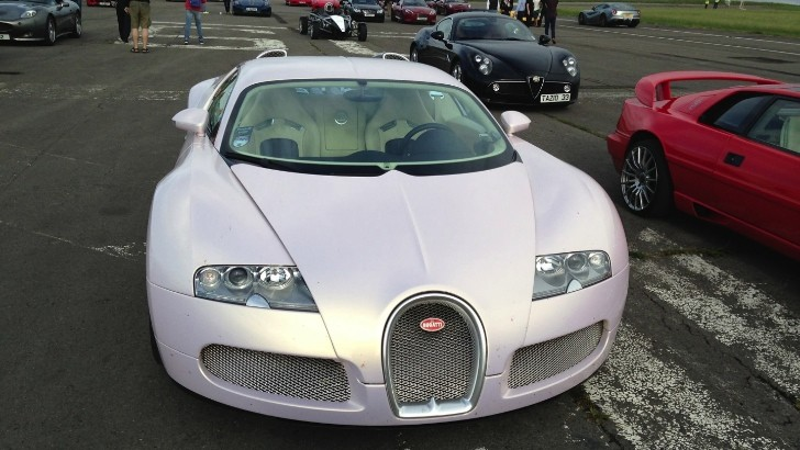 Pearlescent Pink Wrap for Bugatti Veyron
