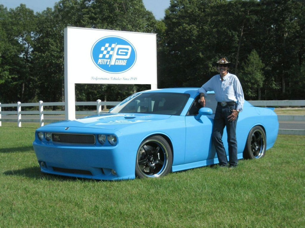 Petty's Garage Dodge Challenger, Auctioned for Charity - autoevolution