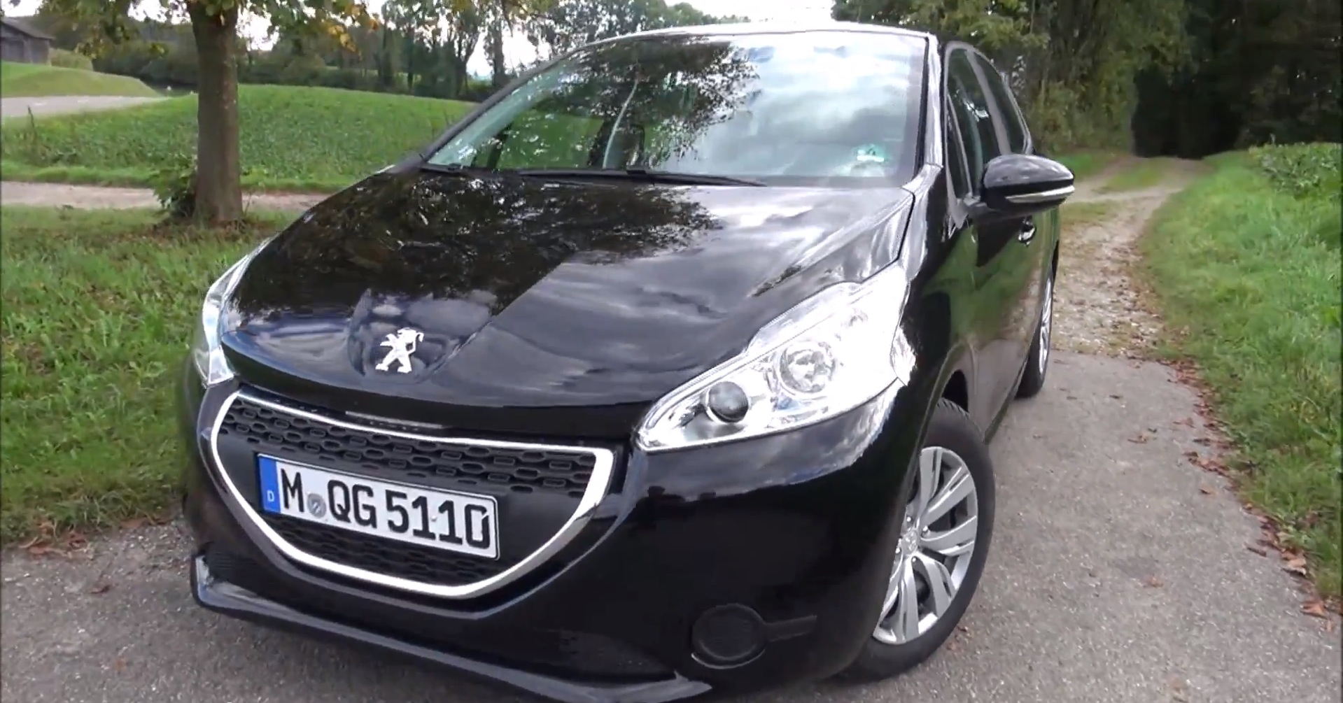 peugeot 208 1 6 e hdi frugal and funky in one small package autoevolution. Black Bedroom Furniture Sets. Home Design Ideas