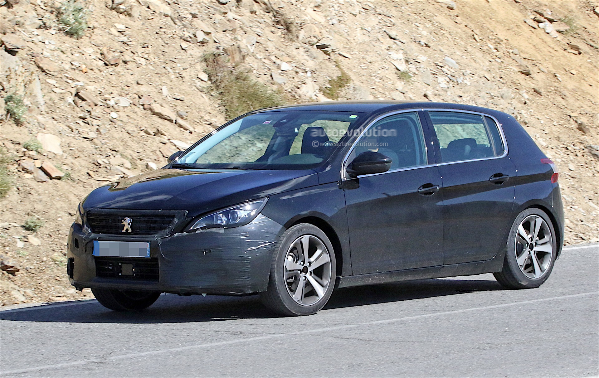 Peugeot 308 Facelift Spied With Little Camouflage, Expect