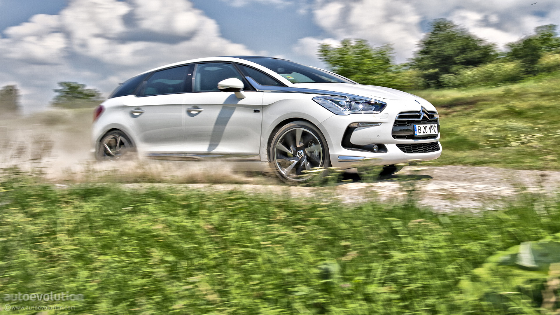 Citroen Ds5 2019 >> Peugeot-Citroen to Launch First Plug-in Hybrid in 2019, EV Replacement Arriving in 2020 ...