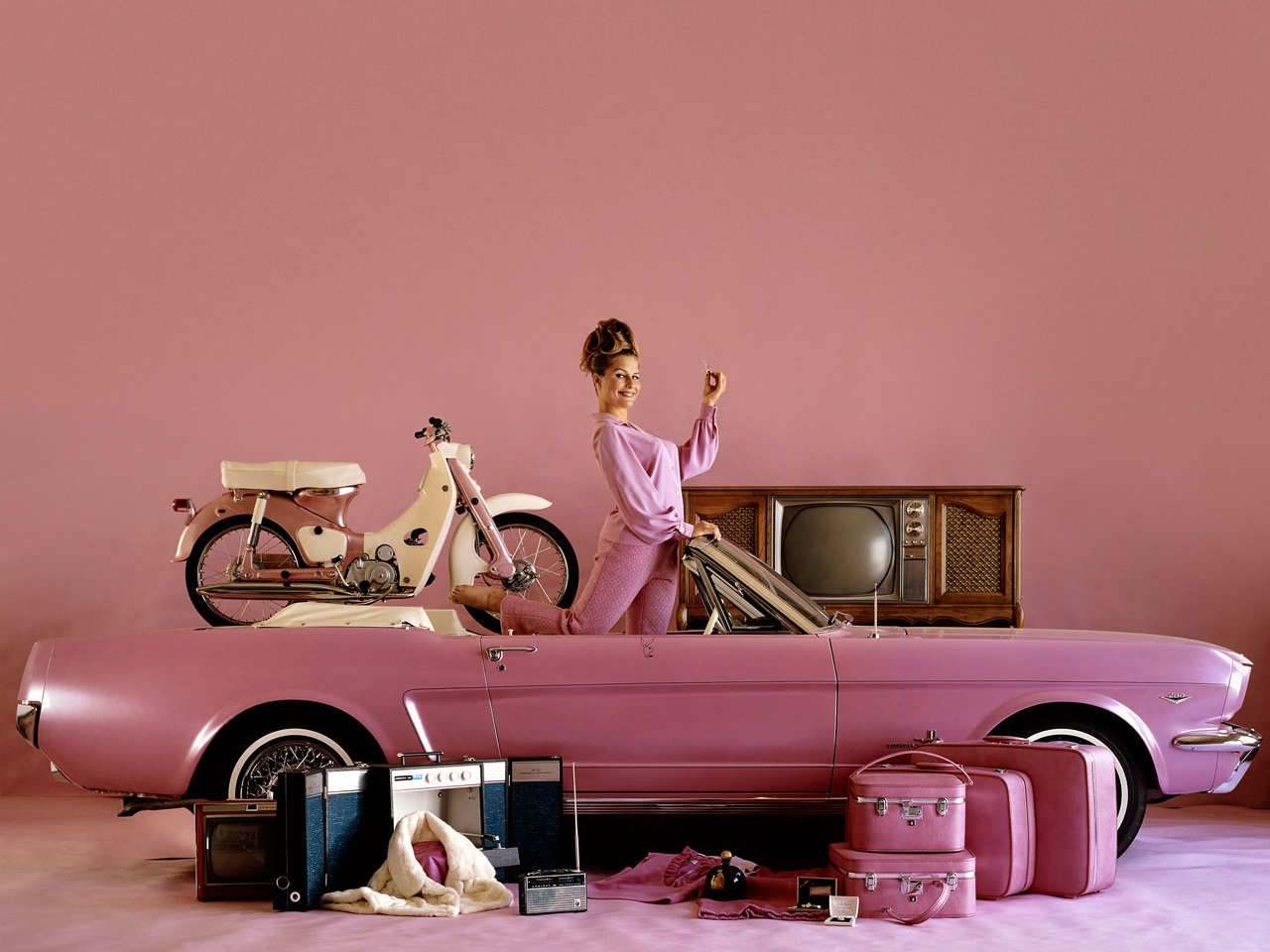Pink Cars And Retro Girls Will Remind You Of The Playboy Lifestyle Autoevolution