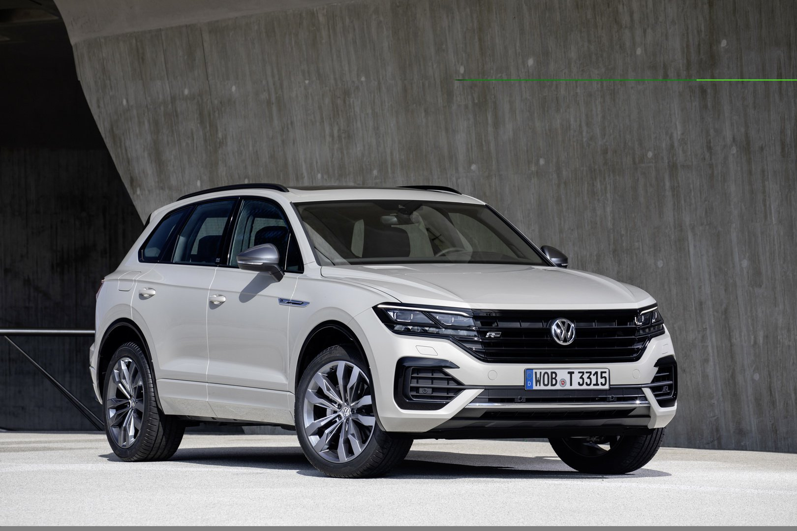 2021 Volkswagen Touareg Review and Release date