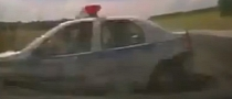 Police Car Fails to Give Way, Gets Rammed into Ditch [Video]