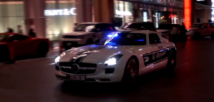 Police Mercedes SLS AMG Visits Dubai Mall to Show Who's Boss [Video]