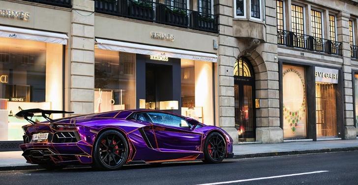 Lamborghini Aventador fluorescente Tron