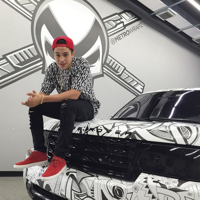 Pop singer austin mahone wraps his ranger rover again autoevolution