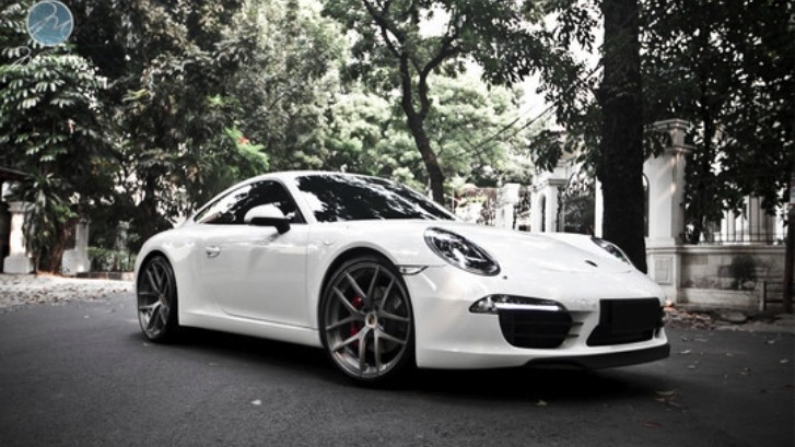 Porsche 911 Carrera S (991) on Modulare Wheels [Photo Gallery]