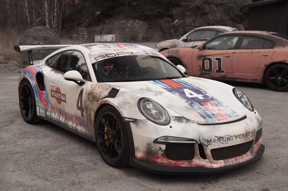 worn out martini livery porsche 911 gt3 rs has awesome beater look autoevol. Black Bedroom Furniture Sets. Home Design Ideas