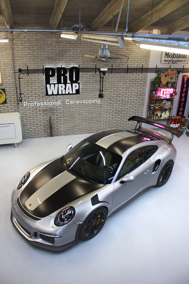 porsche 911 gt3 rs gets 2018 911 gt2 rs inspired livery in stunning wrap job autoevolution. Black Bedroom Furniture Sets. Home Design Ideas
