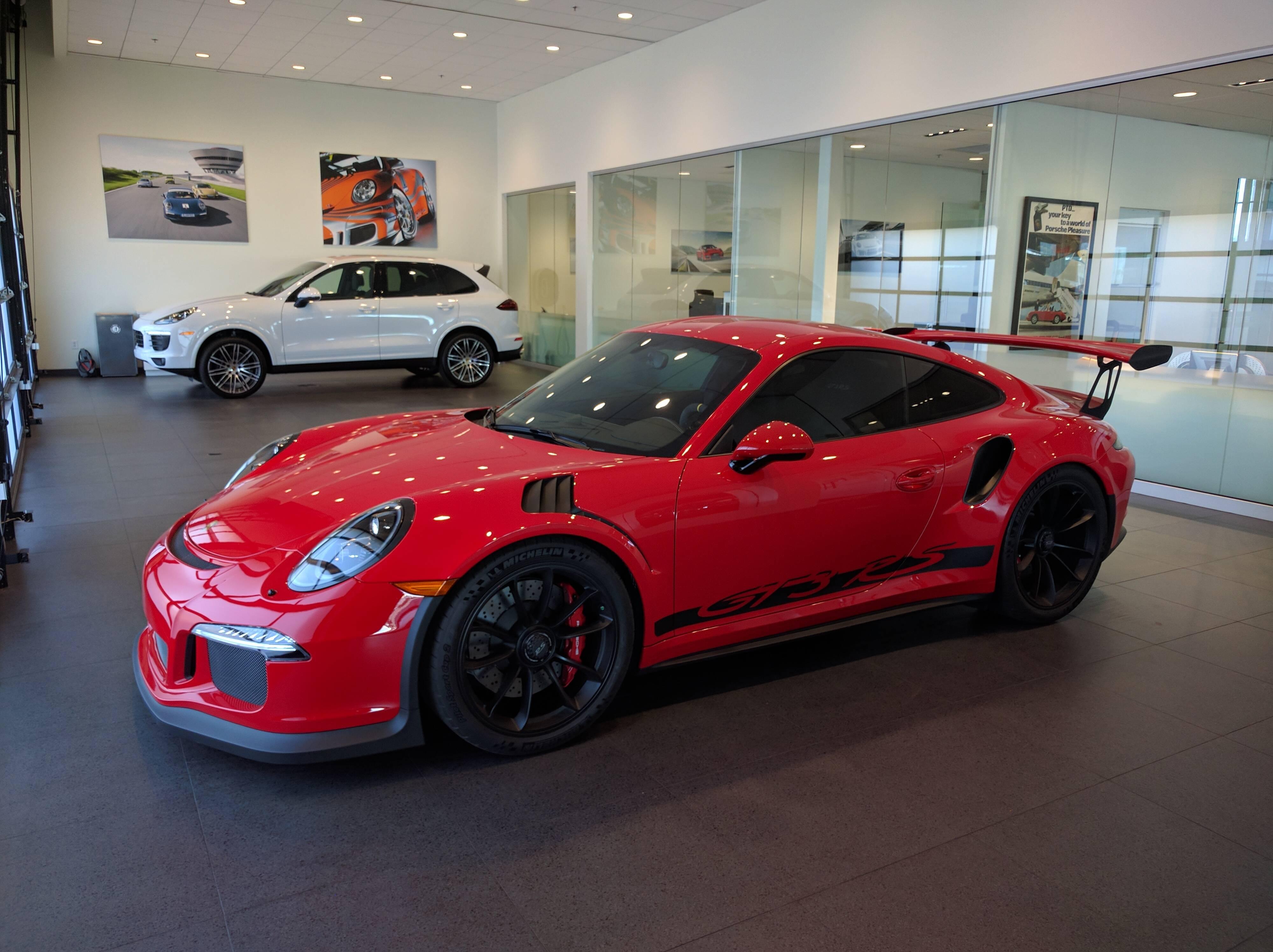 porsche 911 gt3 rs dressed in ferrari rosso corsa is supercar trolling genius autoevolution. Black Bedroom Furniture Sets. Home Design Ideas