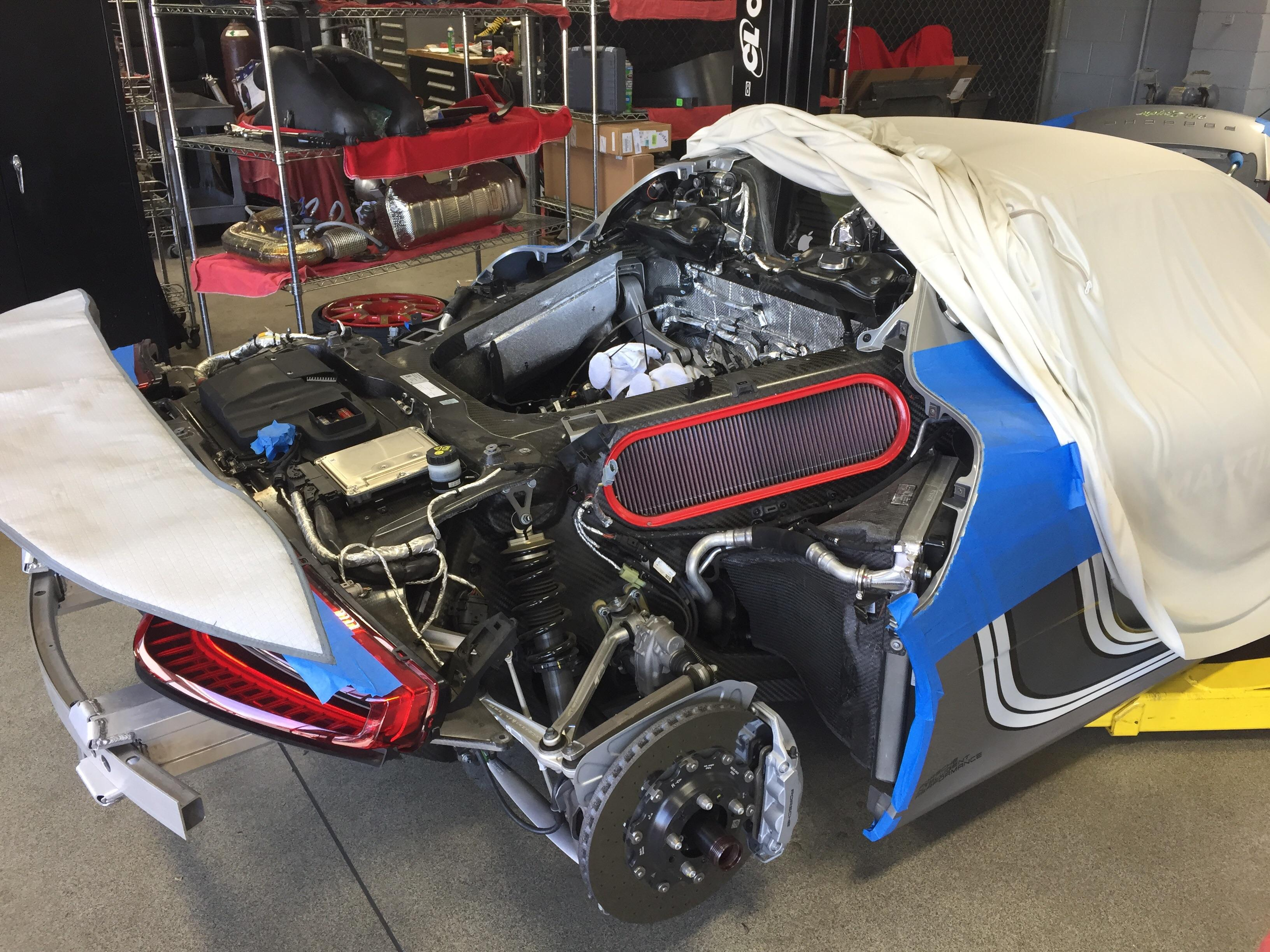 porsche 918 spyder undergoing servicing looks like v8 open heart surgery autoevolution. Black Bedroom Furniture Sets. Home Design Ideas
