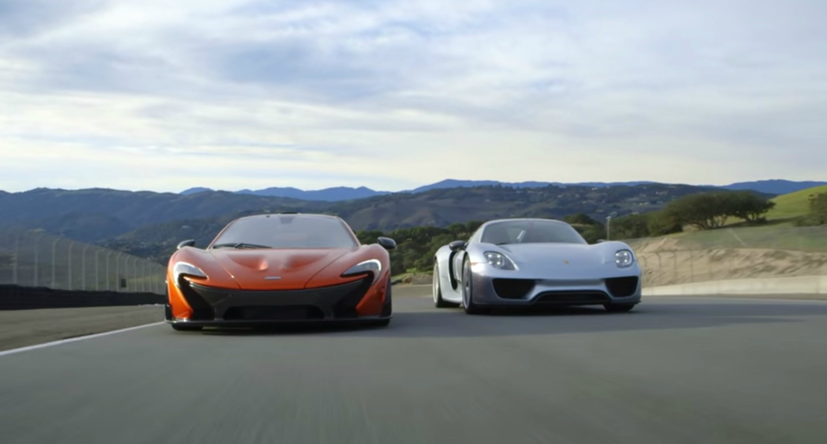 porsche 918 spyder and mclaren p1 duke it out on mazda. Black Bedroom Furniture Sets. Home Design Ideas