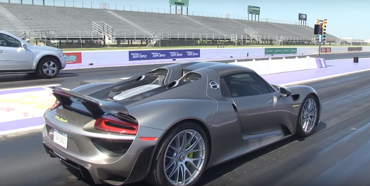 porsche 918 spyder vs mercedes benz gl drag race is a huge surprise autoevolution. Black Bedroom Furniture Sets. Home Design Ideas