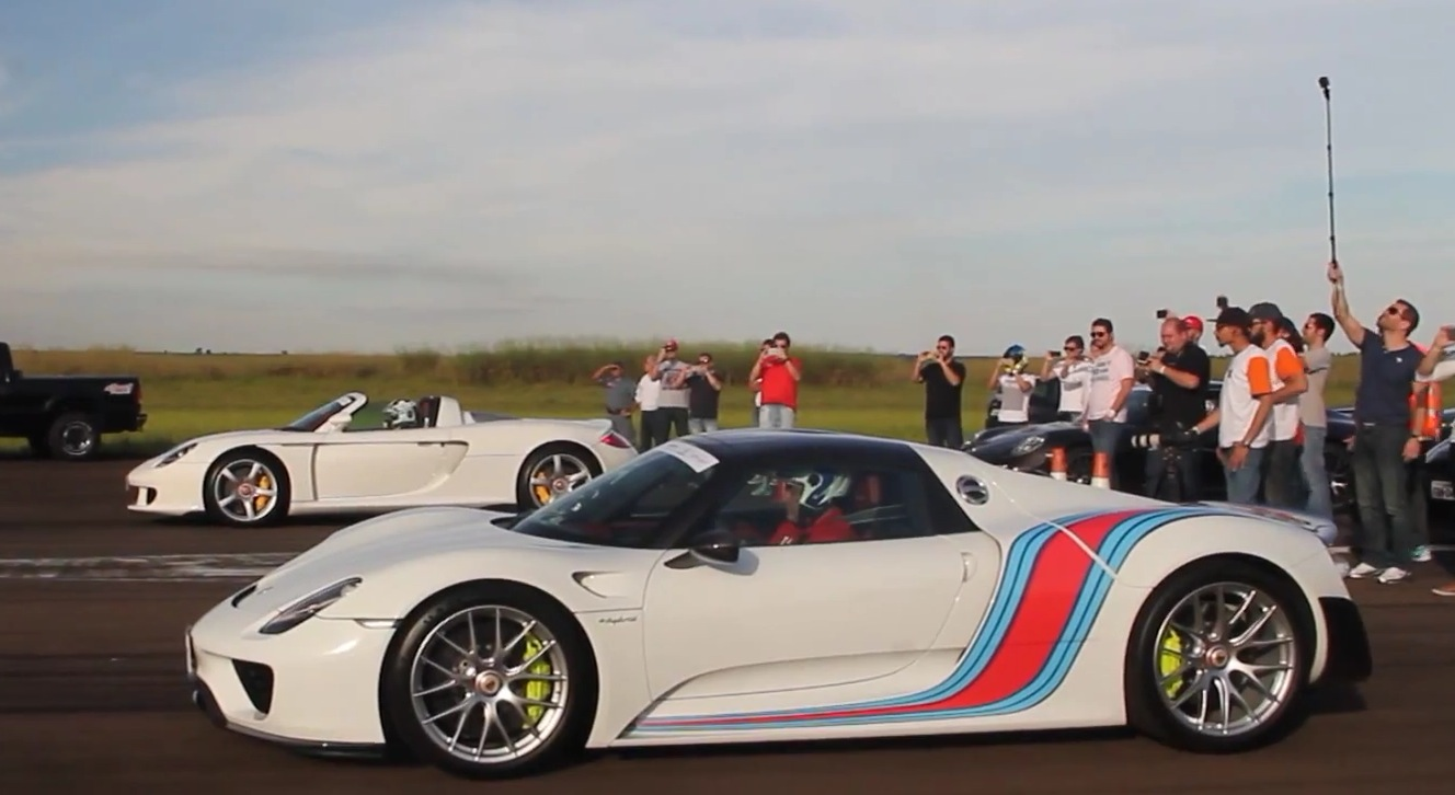 Porsche 918 Spyder vs. Porsche Carrera GT Drag Race Shows The ...