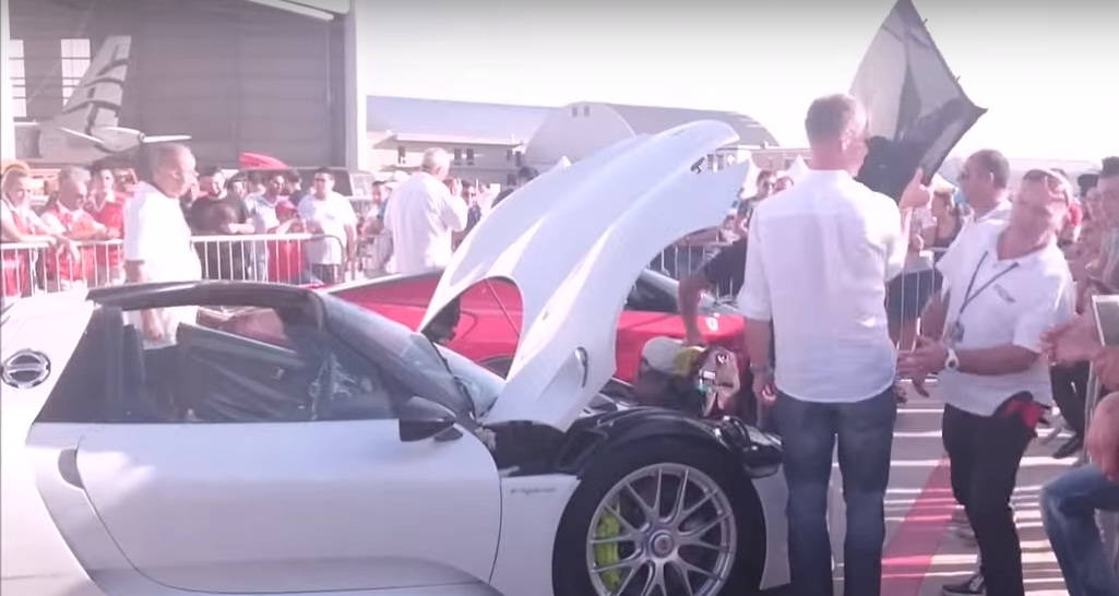 Porsche 918 vs. Koenigsegg CCR Spyder Roof Removal Battle Will Make on porsche spyder, porsche gt, porsche macan, porsche boxster, porsche p1, porsche supercar, porsche gt2, porsche hybrid, porsche gt3,