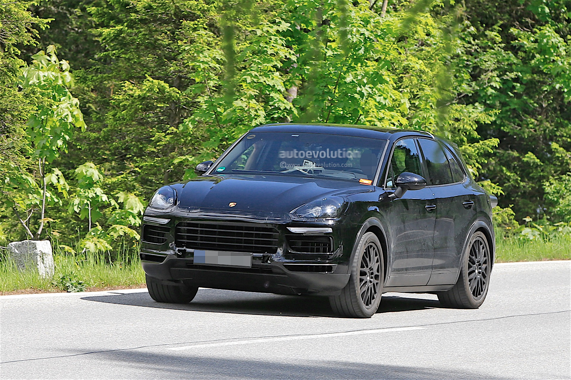 2018 porsche cayenne spied again still a prototype mule. Black Bedroom Furniture Sets. Home Design Ideas